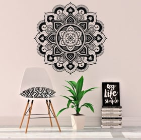 Vinyl mandalas to decorate walls and objects